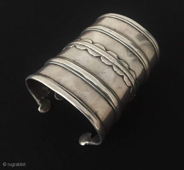 Turkmen antique tribal silver cuff bracelet - Arm band original ethnic Turkmen jewelry. Circa - 1900 Size - '' 8.5 cm x 6.5 cm '' Weight : 144 gr. Thank you for  ...