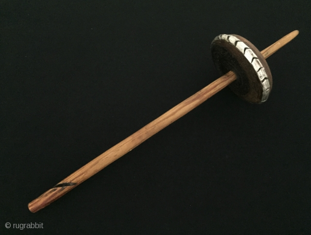 Antique Anatolian Wood Hand Carved Drop Spindle with Silver Great condition ! Circa - 1900 - 20 Size - Lenght : 39 cm - Circumference : 31 cm Thank you for visiting  ...