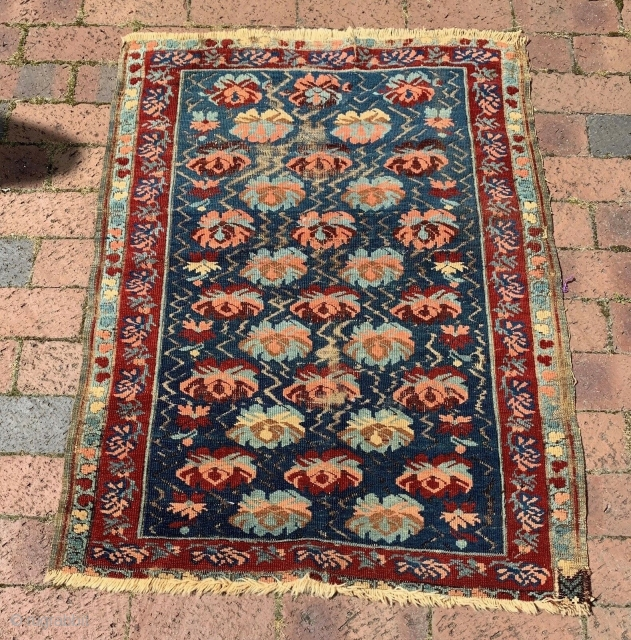 Antique Caucasian Seychour, Seichur, or Zeihur. Measures 30.6 inches by 40 inches. Nice small piece with great colors.