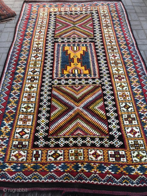 Vintage morrocan Berber rug. Excellent condition. Size 8.6 by 5.1 feet.