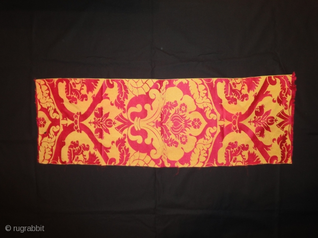 A fine fragment of silk, probably Russian. Great colours. Cm 84 x 28.5.