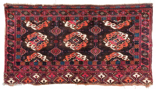 """Lot 8, Arabachi Chuval, 155 X 81 cm (5' 1"""" x 2' 8""""), Turkmenistan, second half 19th century, Auction on November 2nd at 4pm, https://www.liveauctioneers.com/item/76673374_arabachi-chuval"""