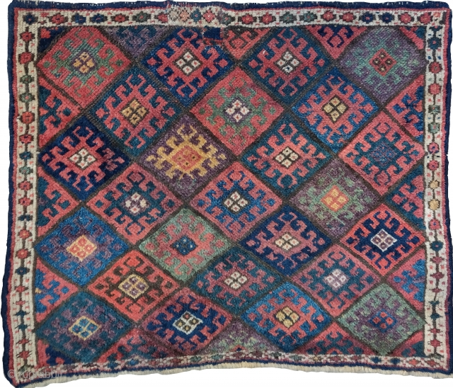 larger colorful Jaf Kurd bagface, lots of aubergine, very minimal border, red wefts.