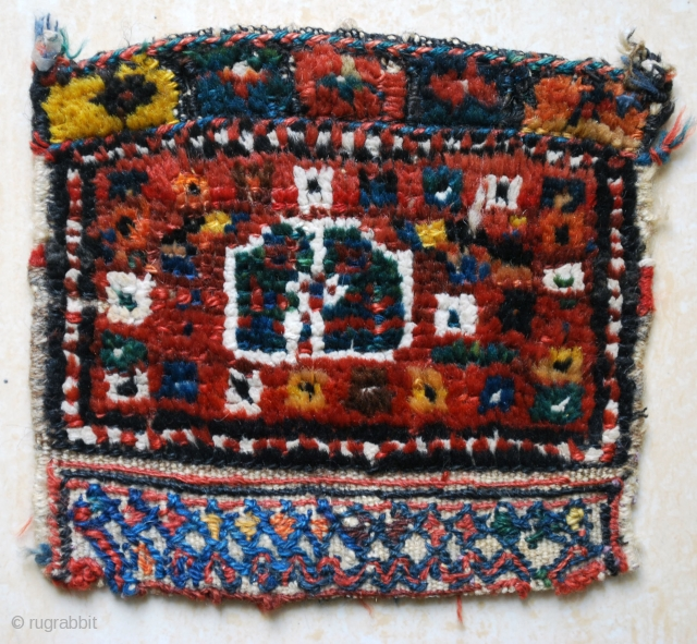 Antique tiny little Luri bag-face. Prob. late 19th c. 20 x 20 cm. The white pile is of cotton. The closing end squares are pile knotted. Nice colours. Good condition.