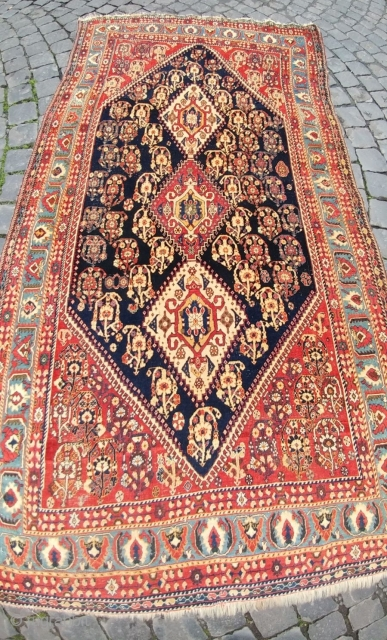 Qashqai pile rug. Kashkuli subtribe. Cm 132x227. Late 19th c. In good condition. Minor issues, see pics, all easily restorable. Fantastic three medallions. Super colors. Awesame size & color balance. Such pieces  ...