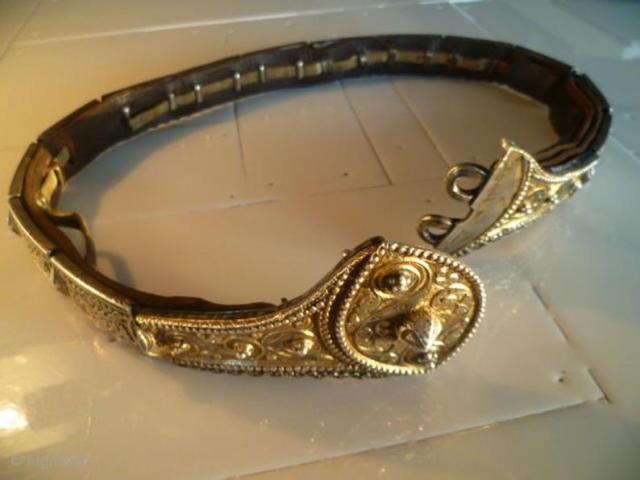 Antique original silver gilded Ottoman Caucasian belt - Circa - 1900  Signet on the buckle.  Width : 3 - 7 cm - Length: 75 cm - Weight: 632.8 gr Fine condition !  Circa - 1900  Condition as  ...