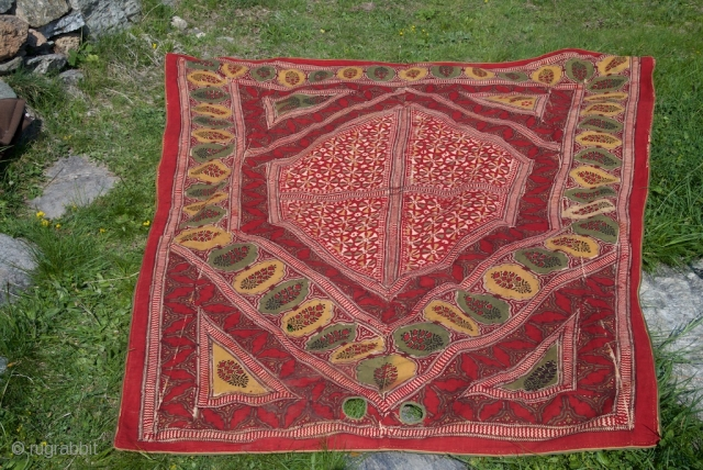 Horse cover. North India . XIX . Coton print , good condition with original lining. 122 X 212 X 247 cm