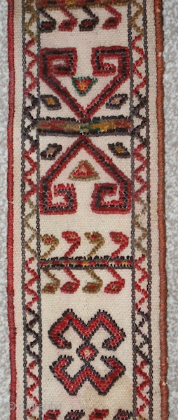 19th cent Uzbek or Karakalpaq complete tend band. The best quality of the wool, and spectacular colours. Mint condition. The size is 25cm by 220cm. Offered very reasonable price.
