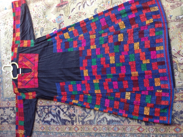 Palestinian drees embroidery size:L 140-cm  please ask