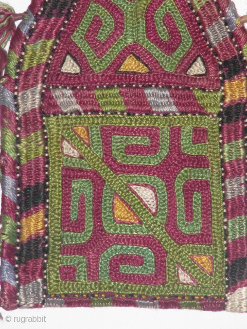 This is a turkmen hand stitched sormahdani(kajol bag)part of cosmetic material and it's a dowry piece the person that sold it to me said that 22 years ago in peshawar.    ...