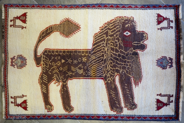 Old lion gabbeh with super soft wool. Professionally washed. cm 190x130