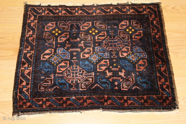Very fine Baluch  bagface  Natural colors 19th Century Clean and hand washed . size 0.70cm x 0.55cm
