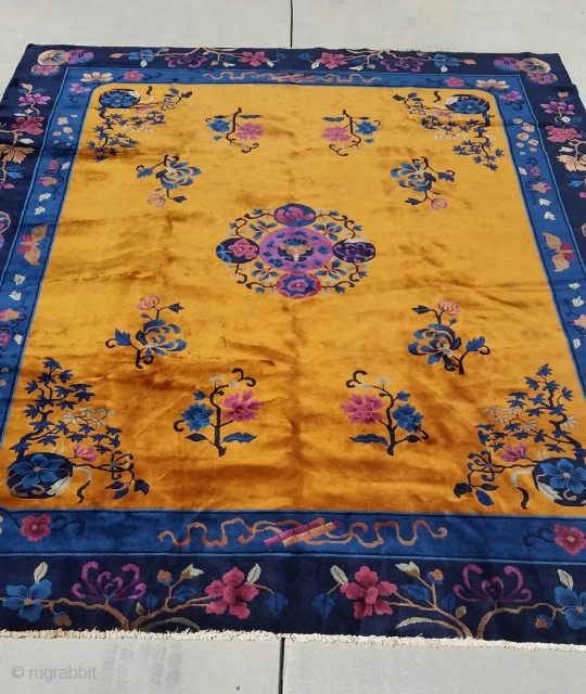 Manderin Chinese carpet, circa 1920, in great condition, approximately 8' × 10'.