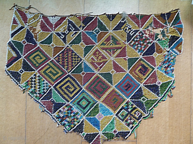 Geelvinck apron, Indonesia beadwork art. 60 x 45 Cm. Damaged but nice !