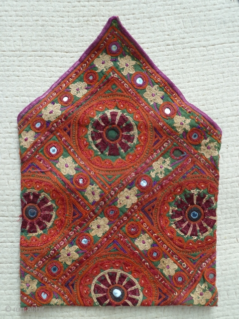 Small Afghanistan embroidered pouch, 17 x 18 Cm, Very good condition.