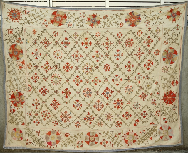 Antique Suzani with delicate embroidery. Size 170 x 212cm No.1249