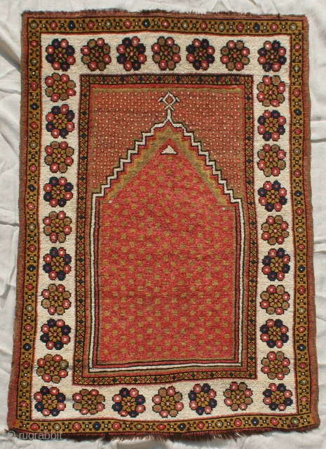 Early 20th century minimalist Monastir prayer rug in great condition. Some minimal repairs/restoration to ends needed, colours seem natural (no tip-fading or colour run)60in by 40in