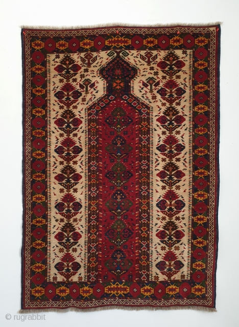 Early 20th century Turkmen Ersari Beshir namazlyk (prayer rug). Size is 102x148 cm (ca. 40x58 inches). Near perfect, full-pile condition with very slight wear in the center area.