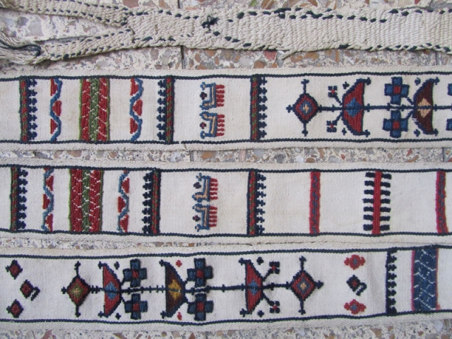 Shahsavan band in fine condition.based on a hand spin cotton field.Size:300x10 cm