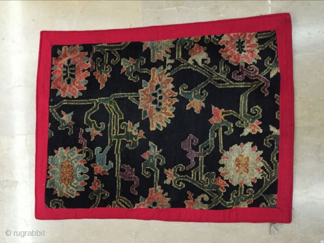 Around 1900, the Tibet rug s size 74 cmx54cm, not including red edge