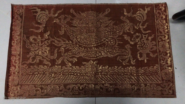 At the end of the 19th century, the royal brocade golden dragon was used, the size was 100x59cm, welcome to consult!