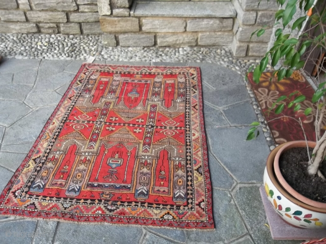 167 x 119  cm   =  5.47 ft x 3.91 ft.    Tappeto annodato in ANATOLIA distretto di Konya. Oriental carpet knotted in ANATOLIA, I think Konya region. Very good  ...
