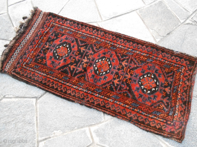 Antique belouch Salar Khan tribe. Bag grain in good conditions. Wool on wool. Natural dyes. Ask about this beautiful piece; for more pictures or query don't hesitate to contact me by e/mail. Many  ...