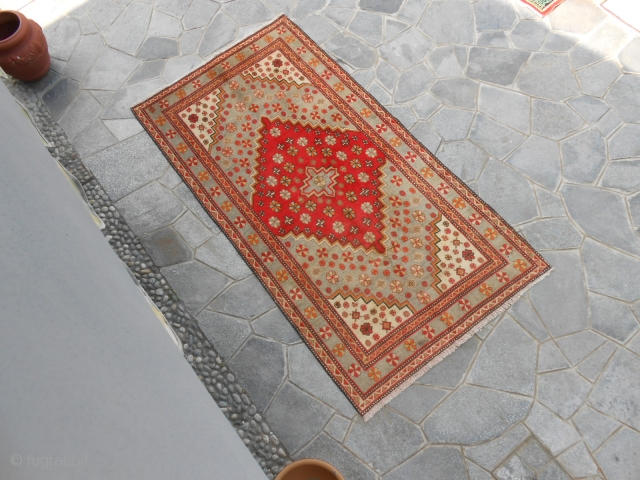 277 x 144  cm Antique piece knotted in the EAST-TURKESTAN, Oasi of KASHGAR. In perfect condition and washed. Full pile and fastened colors. More pictures and info about this XINJIANG piece on request. All the  ...