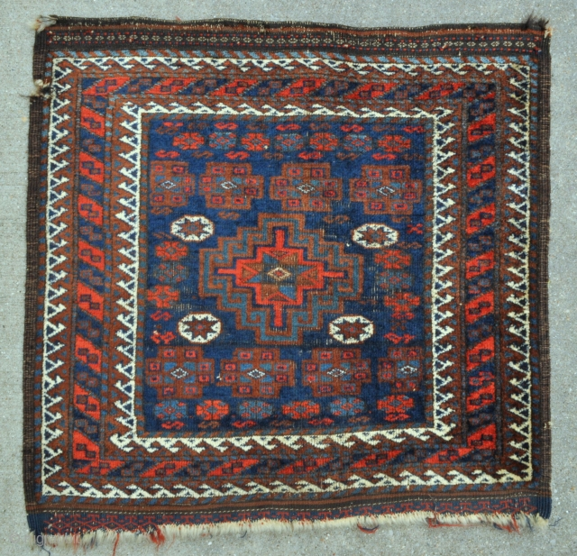 Unusual Baluch bagface with Memling Gul, heavily depressed warps, natural colors - 27 x 26 - 68 x 67 cm.