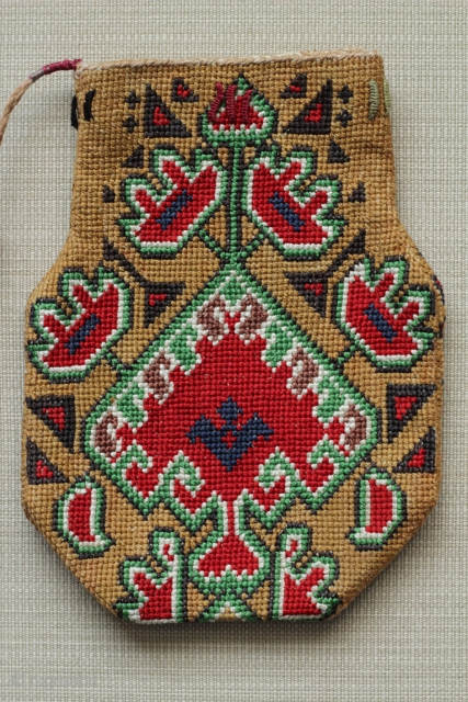 Uzbekistan Lakai iroqi Small Pouch. All silk embroidery. In great condition. Size: 4″ x 6″ – 10cm x 15cm.