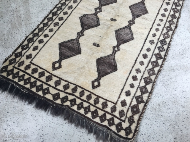 """Qashqai rug with all natural color undyed wool. Circa 1920s. Size: 41"""" x 75.5"""" - 104cm x 192cm."""