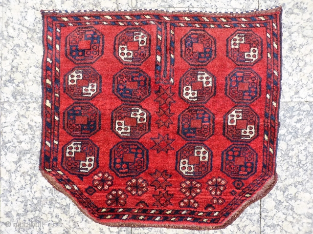 This saddle cover from Chob Bash in Afghanistan, has been woven with soft shinny wool, and natural dyes. The stars and flowers at the bottom of the piece add an original touch  ...