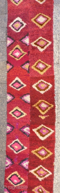 A very funky Julkhyr from North East Afghanistán woven by Uzbek women. Woven in two strips and sewn together. This julkhyr will chear up any home! 305x66 cms, (A1812064).