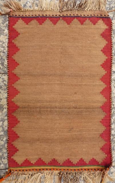 A little minimalist Qashqai kilim with an undyed field. 67x43 cms (K1705457).