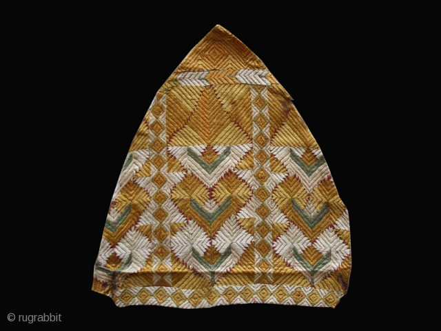 """Pair of Phulkari fragments cod. 0596. One of the item posted on my new website www.nonplusultra.cloud. Silk embroidery and natural dyes. India. 19th. century. Good condition. Cm. 36 x 36 ( 1'2""""  ..."""