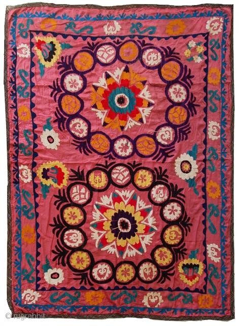#1C524  Handmade vintage Uzbek Suzani embroidery 4.3' x 5.7' ( 131cm x 174cm ) 1970s