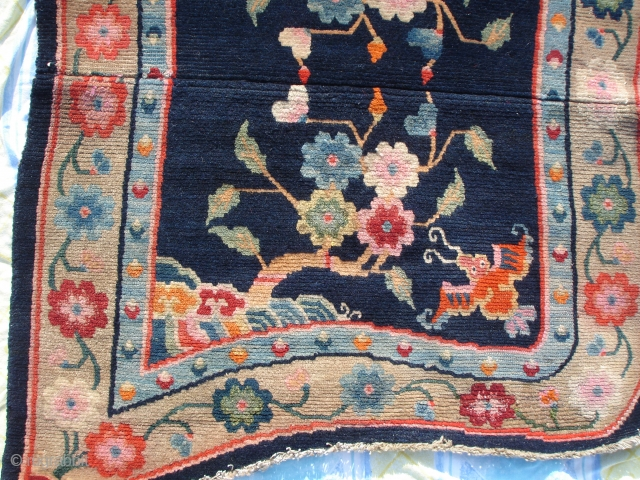 Lovely vivid tibetan saddle. Great condition, finely knotted.