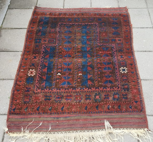 Beautiful beluch with great natural colors. excellent condition and high on wool. Size: 101 x 135 cm