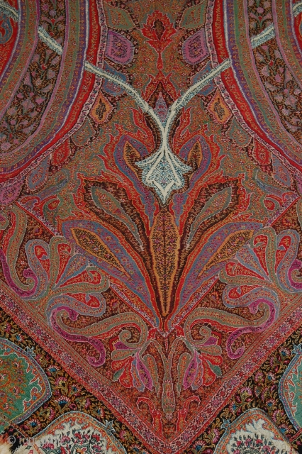Exceptional Indian Pieced shawl 1850s, in Great condition, very beautiful fresh colours, nice pattern, fine embroidery, Lovely piece