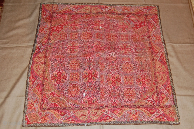 Exceptional indian Moon shawl Fragment, beautiful colour, very fine embroidery, good condotion.