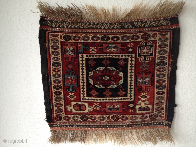 Waramin bagface - Antique - late 19h century   *good wool and nice colours *two very small repairs on the sides  Size: 55 x 45 cm