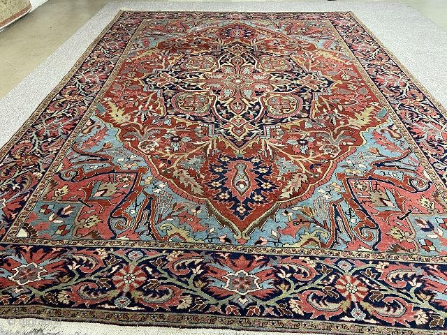 Antique Heriz Rug 400x295 cm circa 1920's.Beautiful colors,in a good condition!
