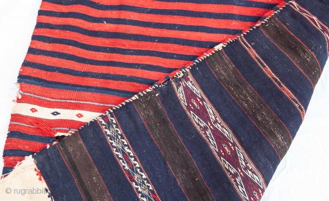 Western Anatolian Yuncu  Chuval 74 x 133 cm / 2'5'' x 4'4''