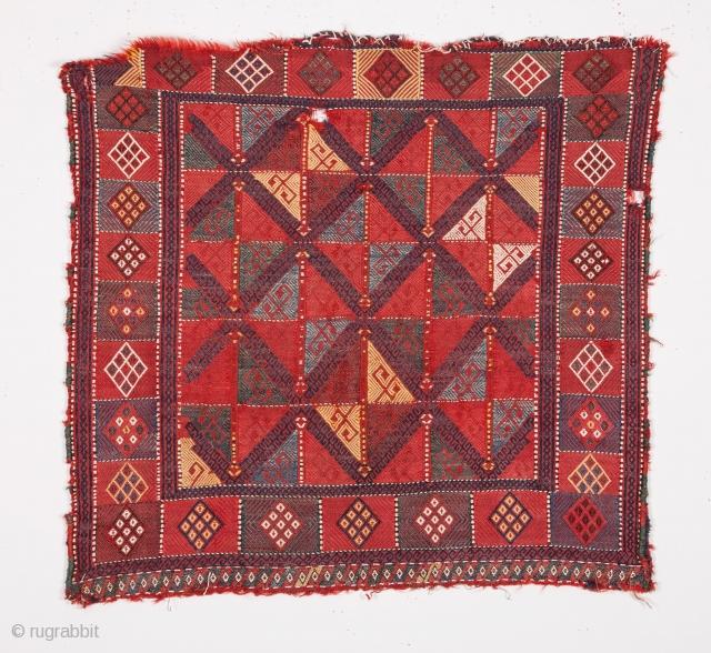 Caucasian Verne Bagface 74 x 78 cm / 2'5'' x 2'6''