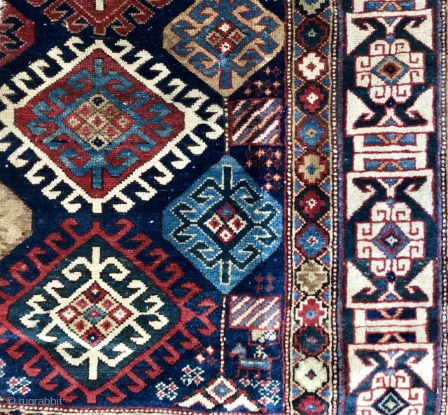 An other 'Kuba' fragment with fabulous border color....latch hooks motifs of varying sizes, each sparkling in its own inter galactic way.