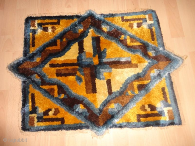 Antique  and  very  rare  Chinese  /  Kansu  rug  61 X 82 cm    Superb  natural  colours , fine weave   ...