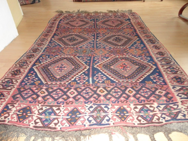 Antique  Waramin  Kurd  Kelim  West-Persian  round  1920    148 X 230  cm.  fine  weave , Natural  colours ,  ...