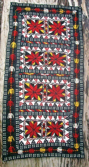 Old Usbek fine embroidery. Size: 24 x 48 cm. Very good condition. Nice colors.