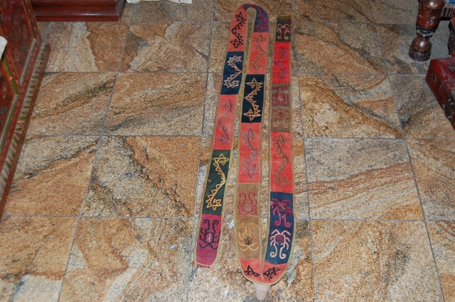 A BEAUTIFUL YORD LAKAI TIN BAND IN A VERY GOOD CONDITION. FOR MORE INFORMATIONS, PLEASE CONTACT ME