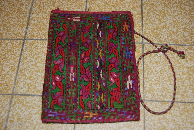 A VERY BEAUTIFUL MONEY BEG TURKMEN. THE SIZE IS 20 X 14CM. FOR MORE INFORMATIONS,PLEASE CONTACT ME